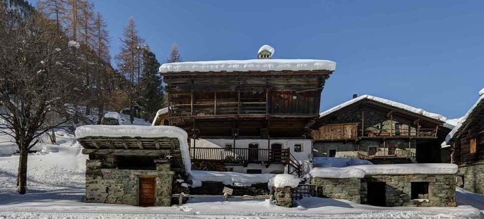 Chalet Lo Miete Hotellerie Mascognaz Italy - exterior