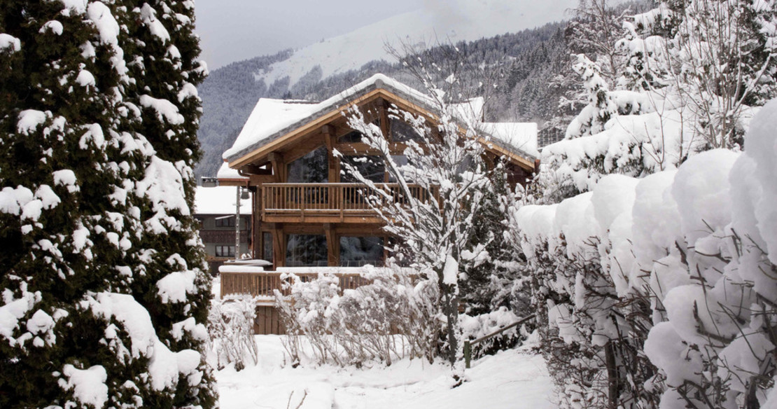 Chalet Crepet Morzine - exterior on a snowy day