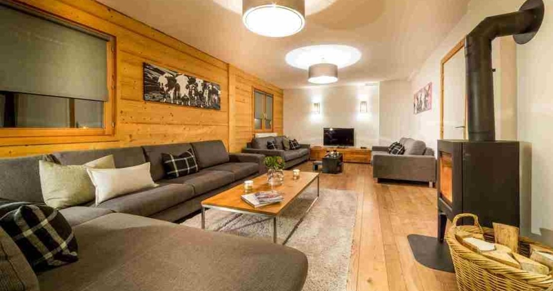 Chalet Crepet Morzine - sitting room at night