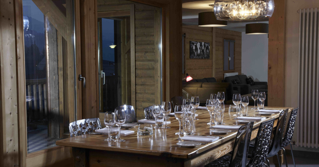Chalet Crepet Morzine - dining room table
